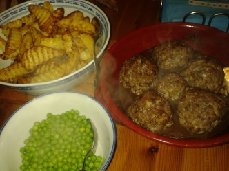 after the roast beef on Sunday, we made meat balls, chips and peas on Monday - yummy!