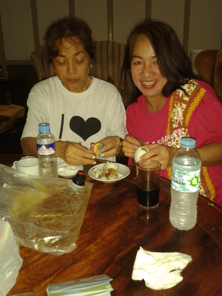 Amy and Suzie eating balut penoy at Casa Baliuag, Las Casas, Bataan