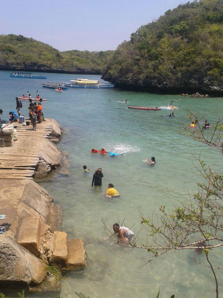 swimming. boating and splashing water at Hundred Islands, Pangasinan