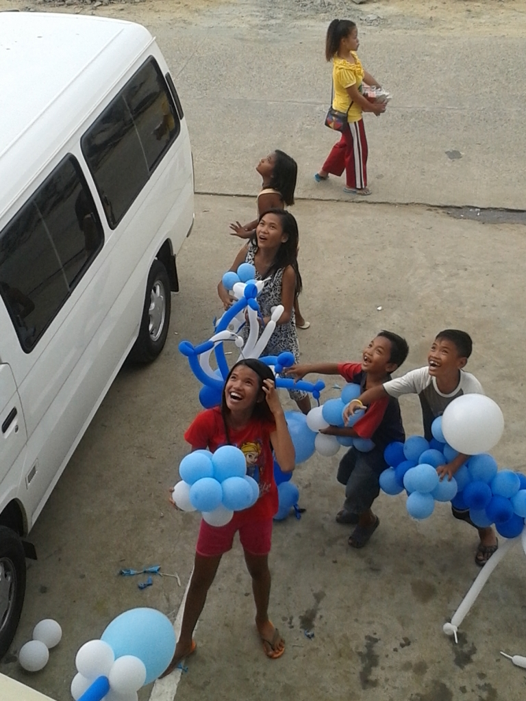 children catching balloons