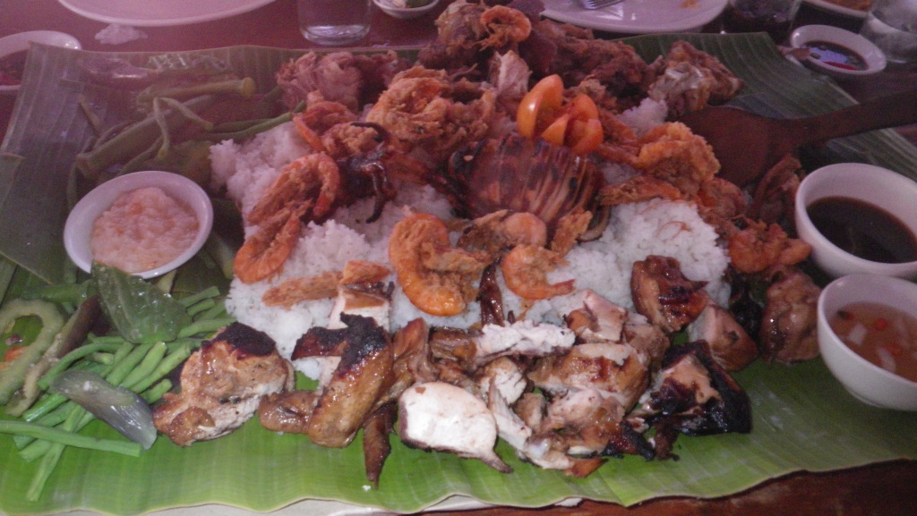 we shared this lovely food, ate with our hands , all 10 of us!