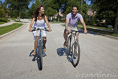 romantic-man-woman-couple-cycling-together-14590974