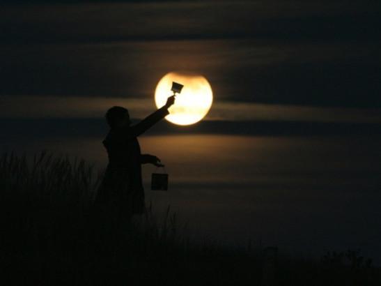 painting-creative-moon-photography-600x450